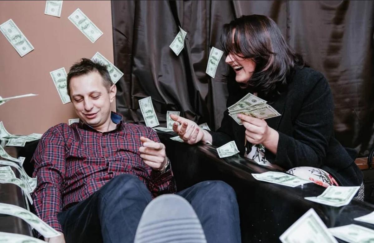 Fotografisanje u kadi punoj dolara: U Travniku otvoren prvi selfie muzej u BiH