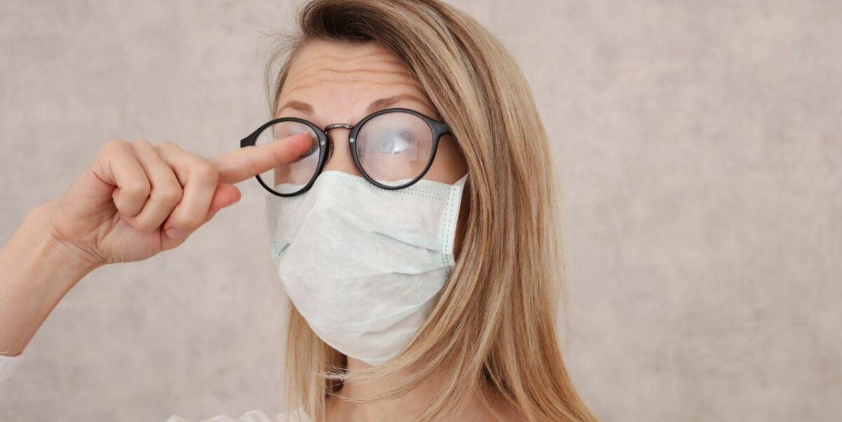 Magle vam naočale dok nosite masku? Provjereni trikovi koji će taj problem riješiti u trenu