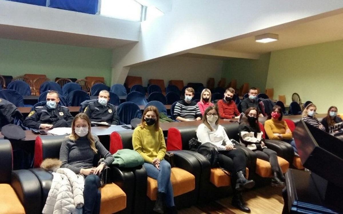 """Najava aktivnosti """"Od vrata do vrata"""": Održan sastanak policije i studenata"""