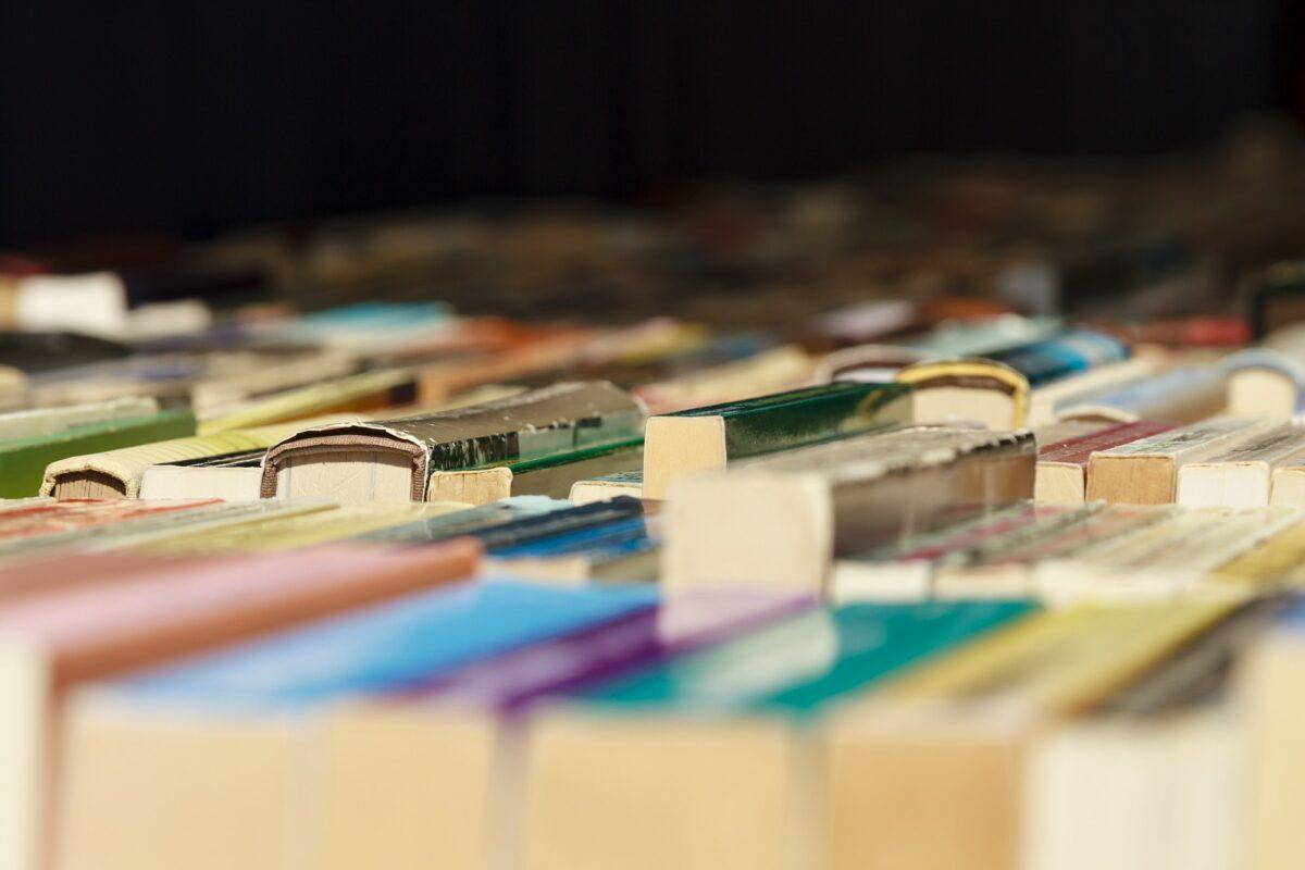 Ovo je popis 100 najčitanijih knjiga nakon ankete koju su proveli u 18000 biblioteka širom svijeta