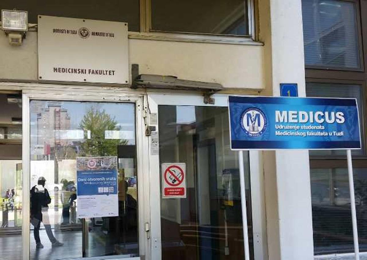 Najavili proteste: Studenti Medicinskog fakulteta u Tuzli pacijente nisu vidjeli skoro godinu dana