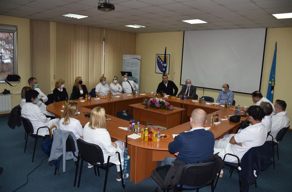 UKC Tuzla: Prijem za promovisane ljekare u nastavna zvanja Univerziteta u Tuzli