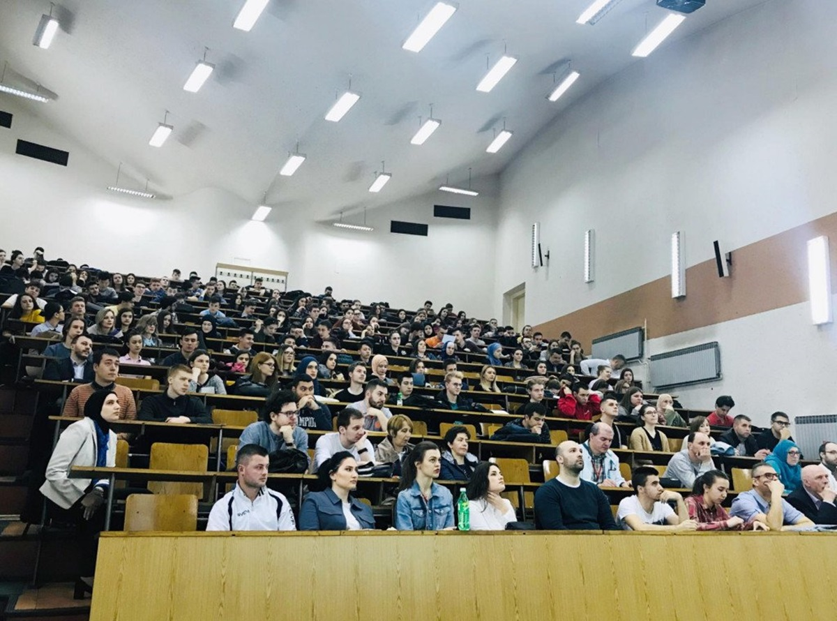 Studentski parlament UNSA o skandaloznom snimku: Slučaj detaljno ispitati i odgovorne kazniti, ovo je poražavajuće za većinu nastavnika
