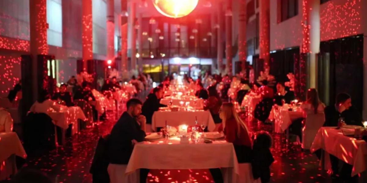 Ovaj fascinantan prizor je iz menze: Na Valentinovo studentima pripremili romantičnu večeru