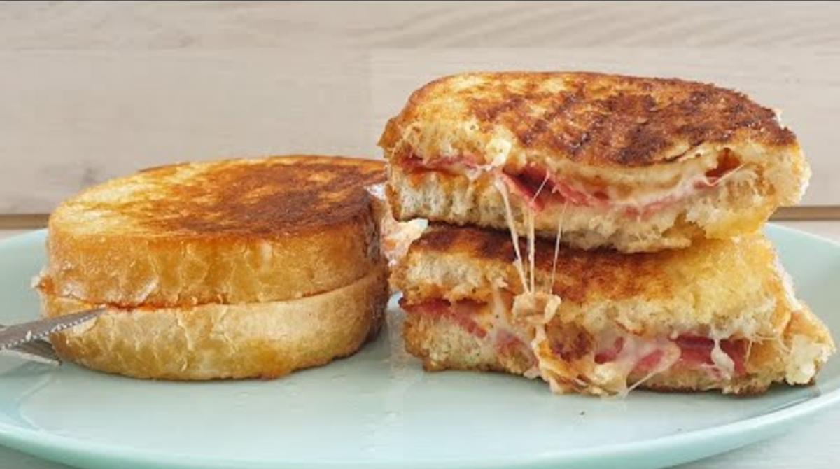 Recept za studente: Pohovani pizza sendviči koji će vas oduševiti