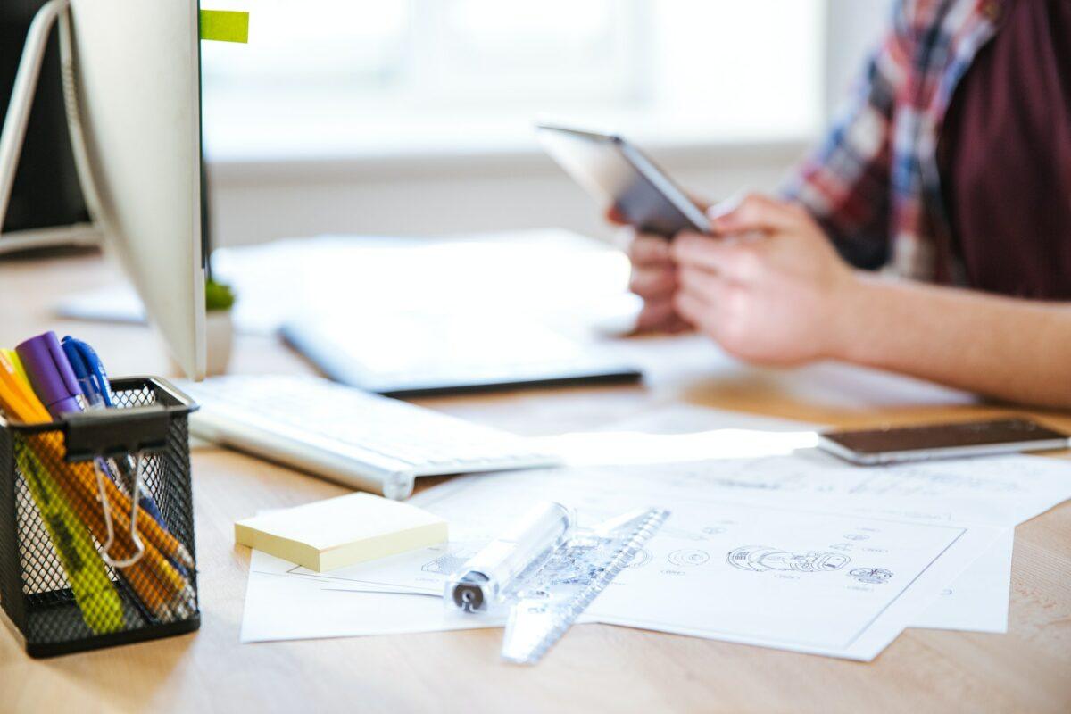 Uredan ili neuredan radni stol? Svaki ima svoje benefite