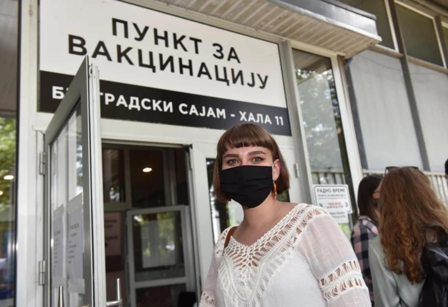 Ema Smajlović je zahvalna Medicinskom fakultetu u Beogradu na ukazanoj prilici da se vakciniše