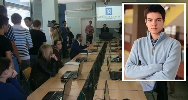 Srednjoškolac iz Tuzle svojoj školi obezbijedio računare, internet, novac za monografiju…