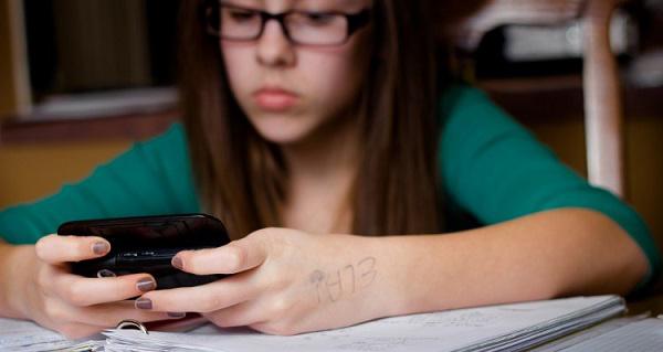 Istraživanje dokazalo: Ne može se učiti uz muziku, TV ili pisanje poruka