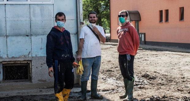 Vrijedni studenti iz Sarajeva danas čiste zgradu Natrona u Maglaju
