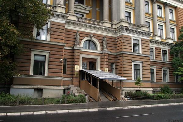 UNSA: Umjesto fasade, obnavlja se skela