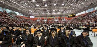 Promovisano 588 diplomanata i 39 magistara nauka (Foto: Oslobođenje)